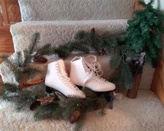 003 Brand New Pair Daoust Gold Womens Figure Skates