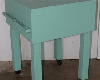 "Butcher Block Green Paint with Knife Rack (24"" Square x 33""H)"