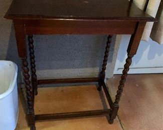 $115 ENGLISH BARELY TWIST OAK TABLE WITH PIE CRUST EDGE ~ $190(REDUCED -115)