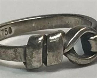 https://www.ebay.com/itm/124135449805 RX126: TIFFANY AND CO. STERLING SILVER AND 18K GOLD RING $200