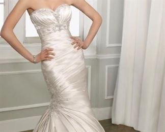 42 Mori lee wedding gown never worn was size 12 tailored to size 8 $300