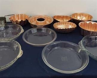 Pyrex Pie Pan and Jello Mold Lot https://ctbids.com/#!/description/share/364904