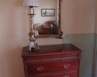 Mahogany 3-drawer chest and bevelled mirror