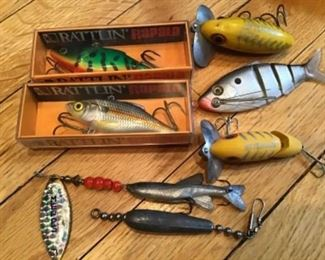 Lot of 7 vintage new and used lures and hooks RATTLIN, JITTERBUG, MEPPS, French and more. $40 free shipping for this item