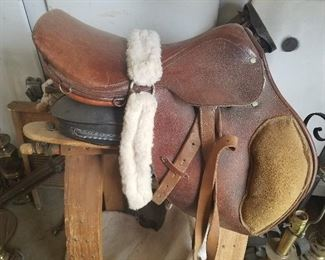 LOT 5        English Saddle $145