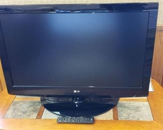 LG LCD TV Model: 37LG30 ~ 37 in. Flat Screen w/Remote and Cables ~ Works