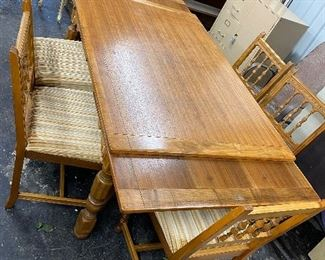 Gorgeous table that extends on both sides to 8 foot – six chairs $300