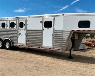 189:  2008 Hart Ultimate Gooseneck Four Horse Trailer 2008 Hart Gooseneck Four Horse Trailer in great condition.  Has front and back tack compartment and mangers. Hydraulic jack. See list of some extra's added to trailer in pictures. PTI Plates. DMV fees: $37 and $70 doc fees