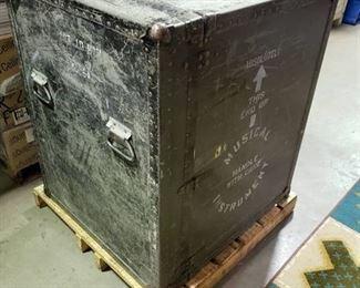 Metal instrument crate