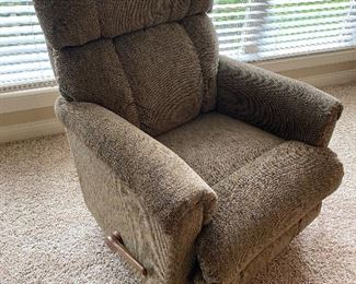 VERY CLEAN BROWN PLUSH RECLINER- MED SZ $80