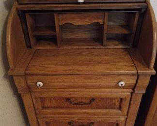 Oak rolltop desk $60