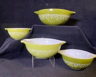 148m Crazy Daisy Pyrex Mixing Bowls