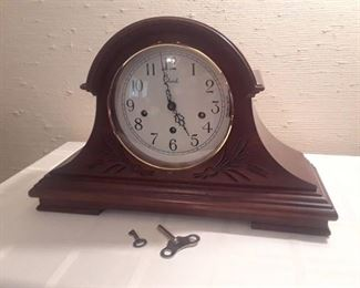 COLONIAL MANTLE CLOCK