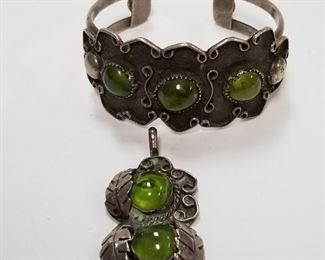 Bracelet weights 45 grams!!!!  Charm weights 14 grams!!!!!
