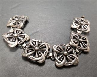 $250.00 @ 38 grams Guglielmo Cini 925 Silver Square Flower Bracelet