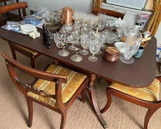 Classic Diningroom table and chairs $425 obo