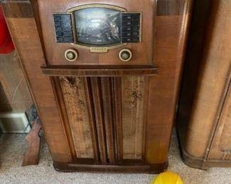 Antique Zenith Radio there are 4