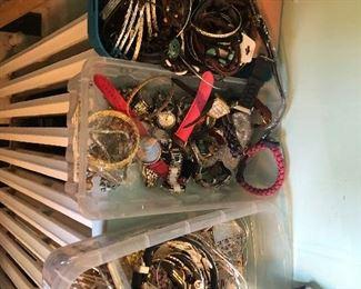 jewelry $1.00 per item in this lot