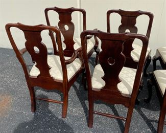 Aston Court by Henredon Chairs - Set of 8 $2,495 DIMENSIONS 24ʺW × 25ʺD × 43ʺH Seat Height 19.0 inches