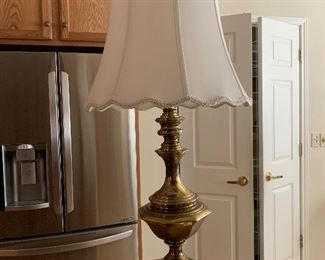 $95 - Gorgeous solid brass Stiffel lamp  ~ 36HT~