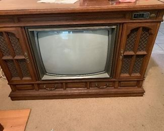 $125- VERY COOL VINTAGE  ZENITH CONSOLE TV ~ WORKS!   49'W X 32' HT 19'D ~
