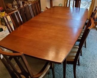 Broyhill Saga - midcentury Modern dining room table and 6 chairs