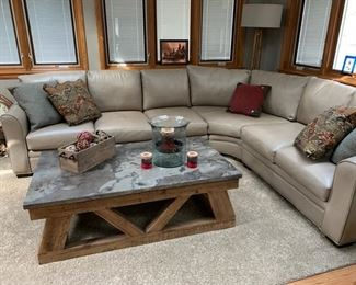 Amazing sectional in new condition that is very comfortable!