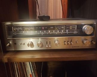 This piece is one of many awesome early 1970s audiophile pieces in the house.