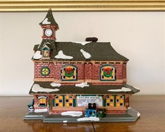$20 - Department 56 Snow Villages - Village Station (comes with its box)