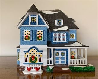 $30 - Department 56 Snow Villages - Shingle Victorian (comes with its box)