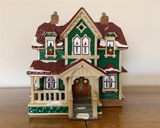 $15 - Department 56 Snow Villages - Hartford House (comes with its box)