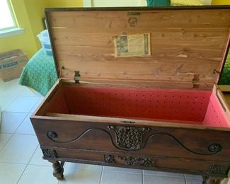 WONDEFUL DEPRESSION  CEDAR LINED FORESTMPARK CHEST ~ $350 (REDUCED $275)
