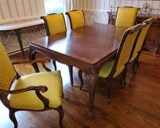 Karges Dining Room table, excellent condition. Table, Chairs and upholstery all in amazing condition