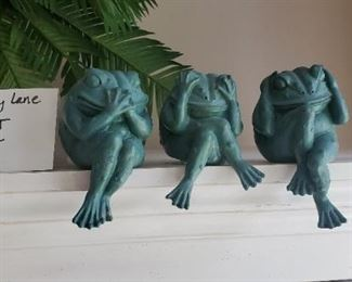 """$5 - See, hear, speak no evil frogs. 3"""" tall. Resin"""