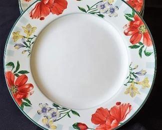$12 - 8 PTS International Interiors Genuine Stoneware 'Fressia' plates