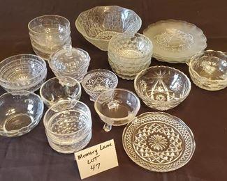 $15 - 25 pcs. Miscellaneous glass & crystal