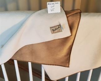 $25 - 4'x5' WOOLRICH throw blanket 100% Polyester with a suede-like feel on the tan side