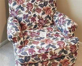 """$65 - Flexsteel Floral Accent Chair App. 33""""W x 36""""D x 37""""T"""