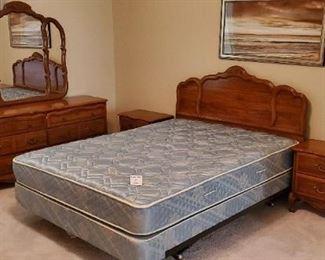 $300 - Queen Size Bedroom Suite (4 pieces) - SOLD