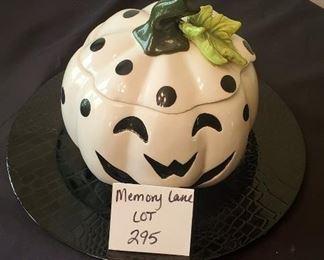 """$5 - Black charger & 8""""W ceramic pumpkin jar"""