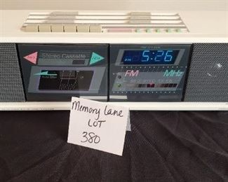 $7 - Vintage Soundesign radio