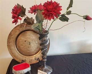 """$12 - Home decor - lid no longer connected to base of the trinket box. Vase is 12.5"""" tall."""