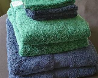 $10 - JC Penney towels - 4 Bath towels & 3 washcloths