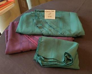 $8 - 2 Oblong tablecloths & 6 cloth napkins