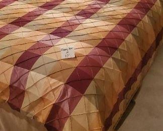 $25 - Full size comforter set - comforter, bed skirt & 5 pillows