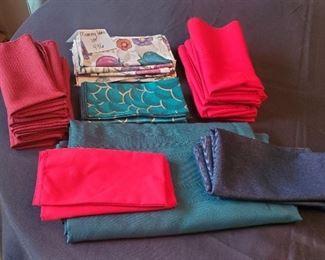 $10 - Rectangle tablecloth & 29 cloth napkins