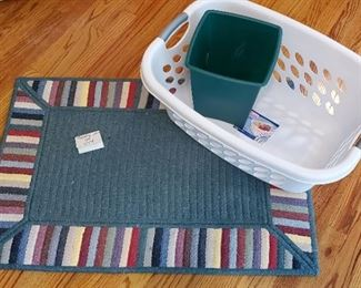"""$14 - Thick door rug 25.5"""" x 36.75"""", laundry basket & small wastebasket"""
