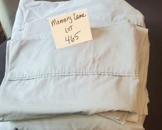$6 - +Lightly used Queen 4 pc. sheet set