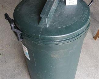 $6 - Rubbermaid Bruiser Garbage Can