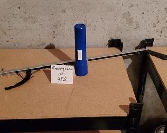 $5 - Grabber & flashlight